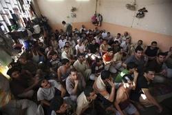 منسيون خلف القضبان.. مفوضية حقوقية تكشف خبايا ما يحدث لنزلاء السجون في العراق