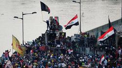 جدل يعتري ظهور قائد سابق بين المتظاهرين في بغداد
