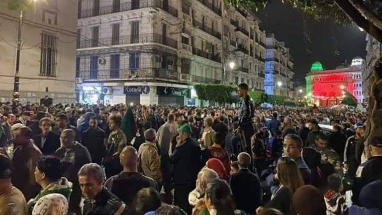 عشرات الاعتقالات في مسيرات ليلية حاشدة بالجزائر