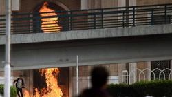 عودة التوتر وتنامي أعداد المتظاهرين بمحافظتين ووفاة محتج في أقصى الجنوب