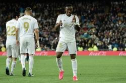 ريال مدريد يحسم الكلاسيكو بهدفين ويستعيد صدارة الدوري
