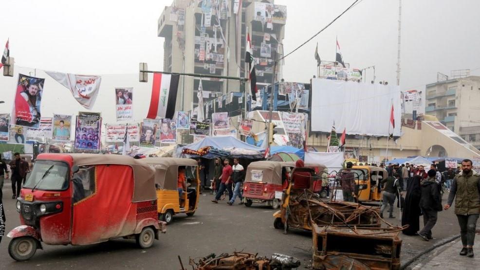 رغم مخاوف بتصاعد العنف.. الاف المحتجين يتوافدون على ساحة التحرير