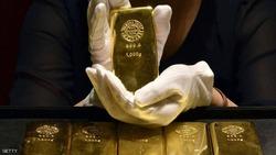 الذهب يبلغ أعلى مستوى في أسبوع مع تراجع الدولار