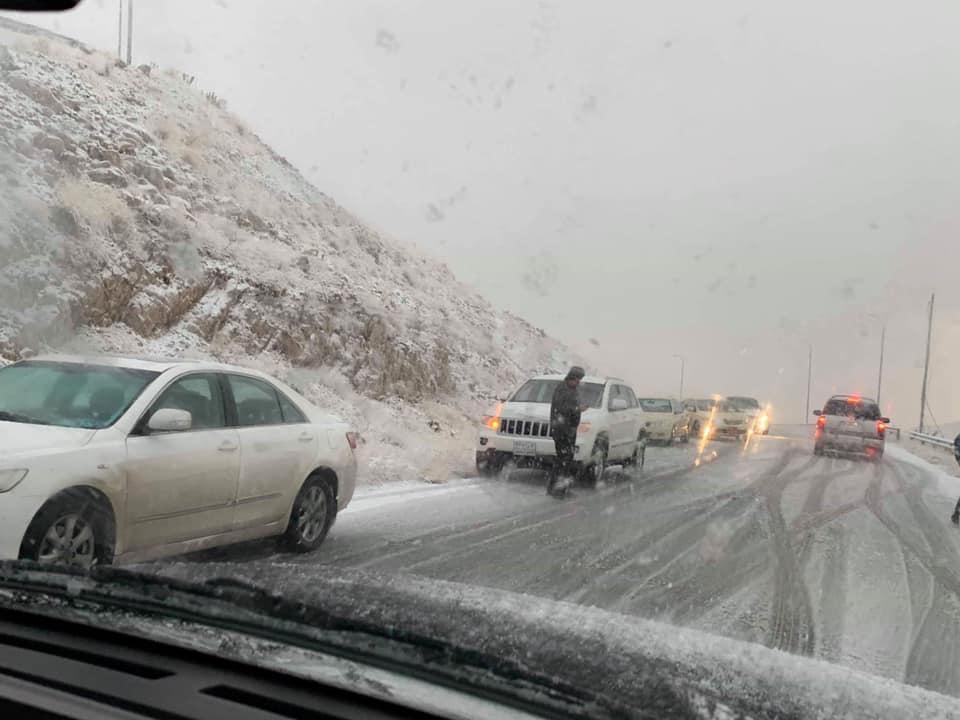 الثلوج تغلق طريقا رئيسيا بين اربيل ودهوك
