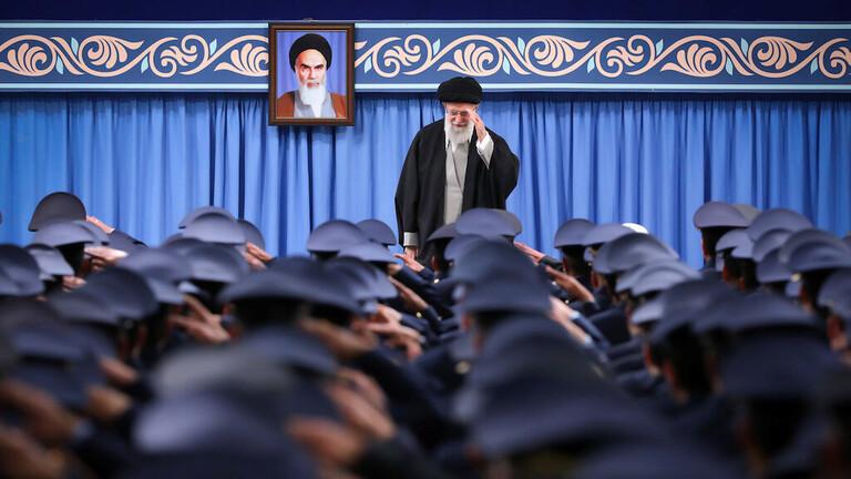 سلطة الشيعة وأمريكا.. كواليس لقاء نادر جمع خامنئي بقادة فصائل عراقية