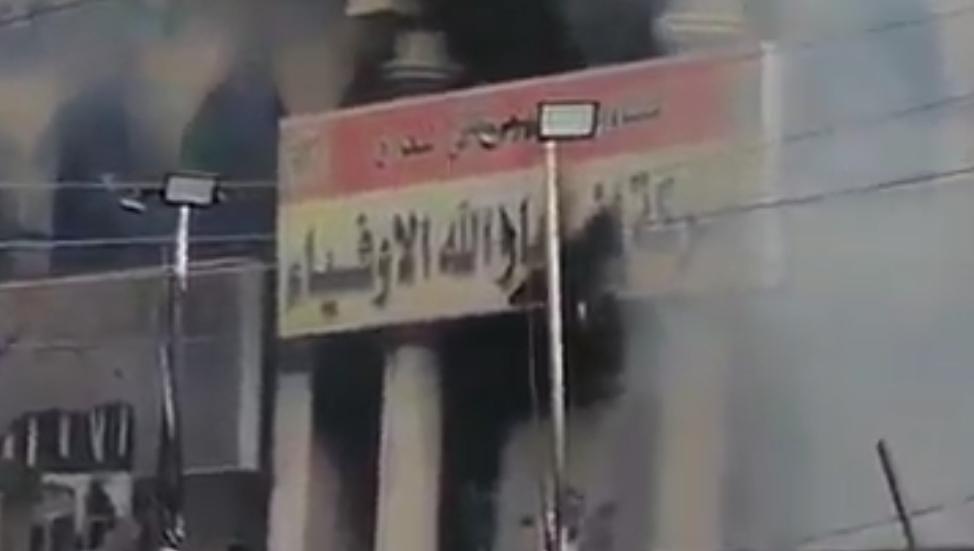 Demonstrators burns a headquarter of Al-Hashd Al-Shaabi