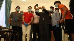 الكاظمي يتعهد بعلاج جرحى الاحتجاجات