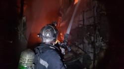 حريق ضخم يلتهم معرضاً للسيارات في البصرة.. صور