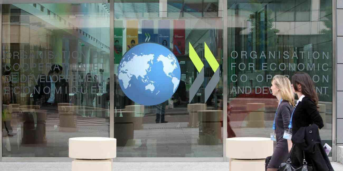 """منظمة التعاون: الاقتصاد العالمي يتعافى من الجائحة """"بسرعة أكبر"""""""