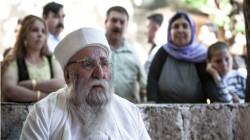 وفد حكومي عراقي يقدم واجب العزاء برحيل الأب الروحي للديانة الايزيدية