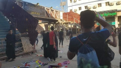 بكربلاء .. الانهيال بالضرب بالهروات على موكب ومسيرة يمجدان الاحتجاجات (صور)
