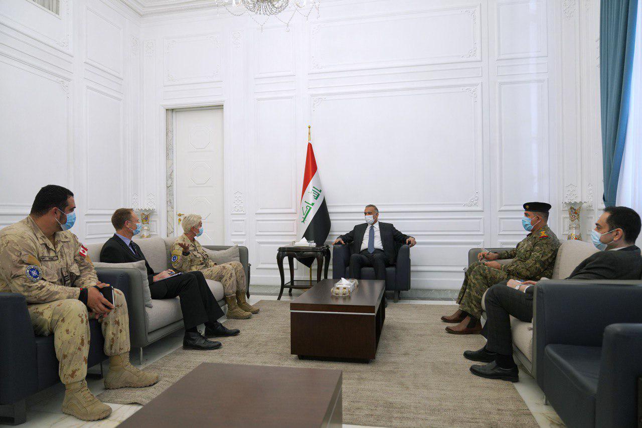 الكاظمي وقائد بعثة الناتو يبحثان دعم القوات العراقية في 3 مجالات