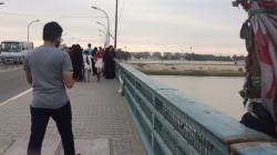 صورة مفجعة.. انتشال طفلة ألقتها والدتها في نهر دجلة