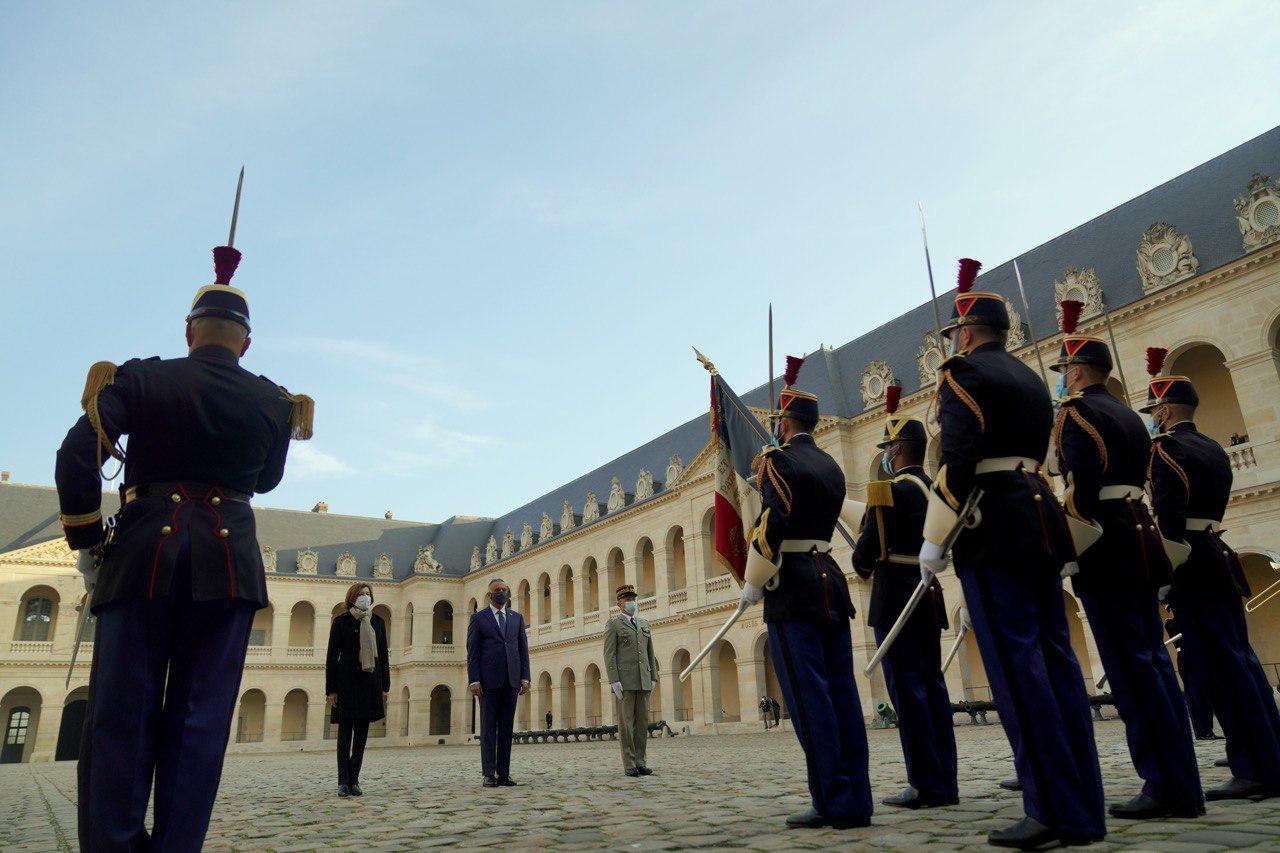 صور.. مراسم استقبال رسمية للكاظمي في فرنسا