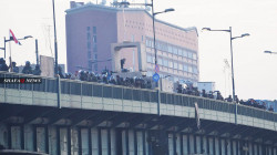 إصابة أكثر من 25 منتسباً أمنياً بطعنات سكاكين وحجارة قرب ساحة التحرير