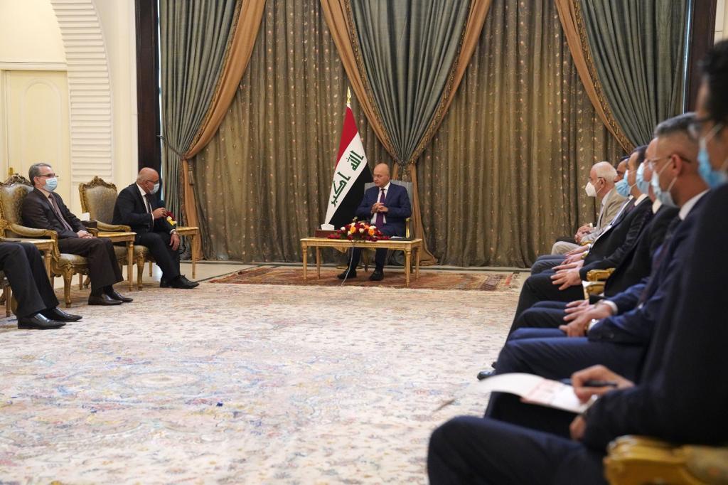 صالح ورؤساء جامعات يناقشون قانونا اقره البرلمان وأثار جدلاً
