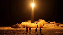 الحوثيون يعلنون قصف عملاق النفط السعودي بـ10 مسيرات و6 صواريخ باليستية