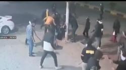 """فيديو.. عناصر من """"ربع الله"""" ينهالون بالضرب على عاملتين بمركز مساج أمام الملأ ببغداد"""