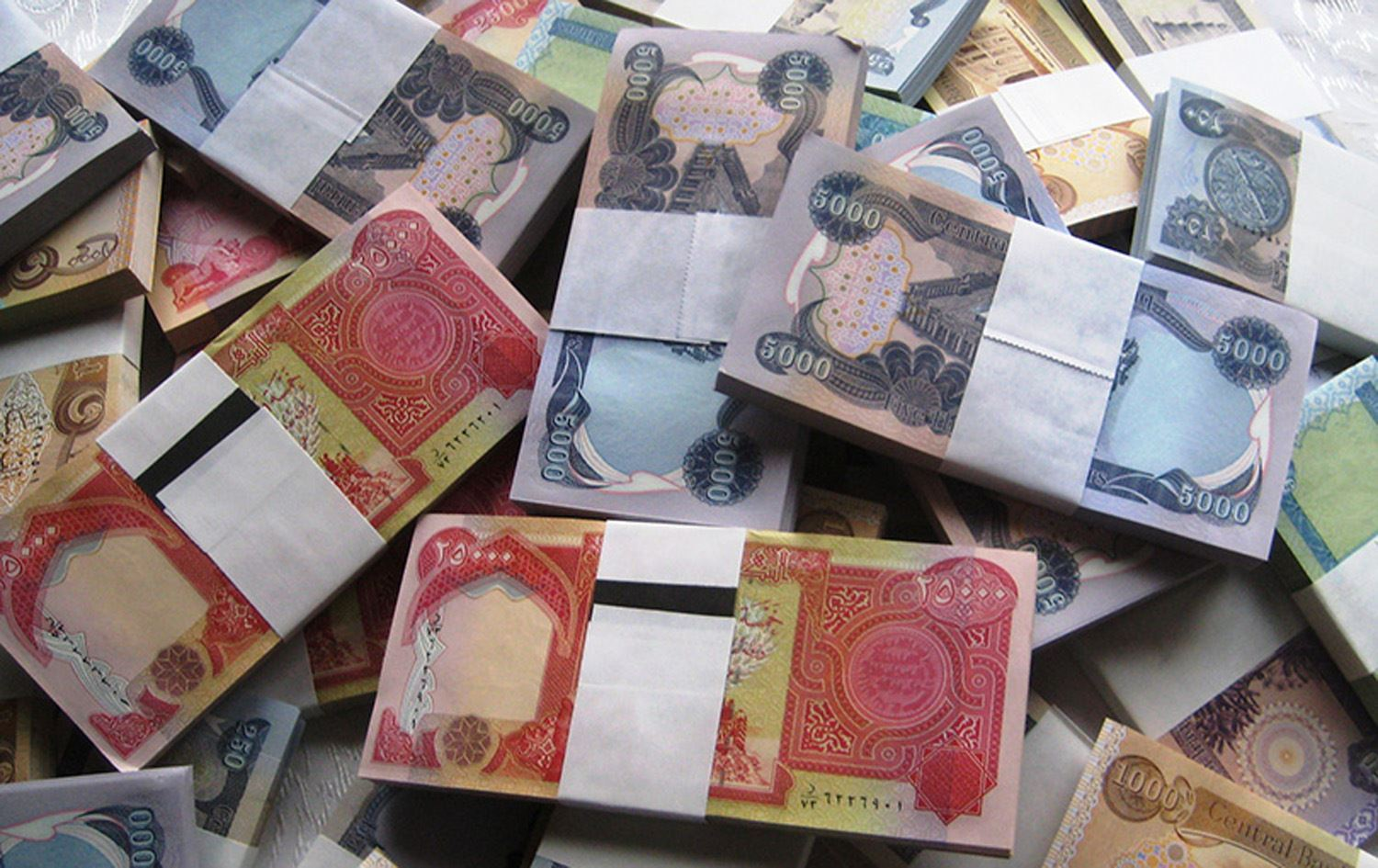 Unprofessional banks and unstable security situation are making Iraqis keep their money at home, MP says