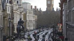سكان لندن يفرون منها بعد  كشف سلالة جديدة من فيروس كورونا