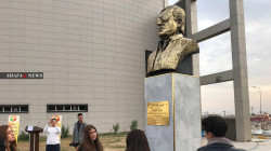 صور .. إزاحة الستار عن تمثال للفنان الكوردي الراحل صابر كوردستاني في كركوك