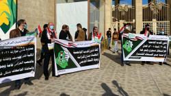 """صور. أكاديميو الموصل يرفضون بـ""""غضب"""" الاستقطاعات من الرواتب بموازنة 2021"""
