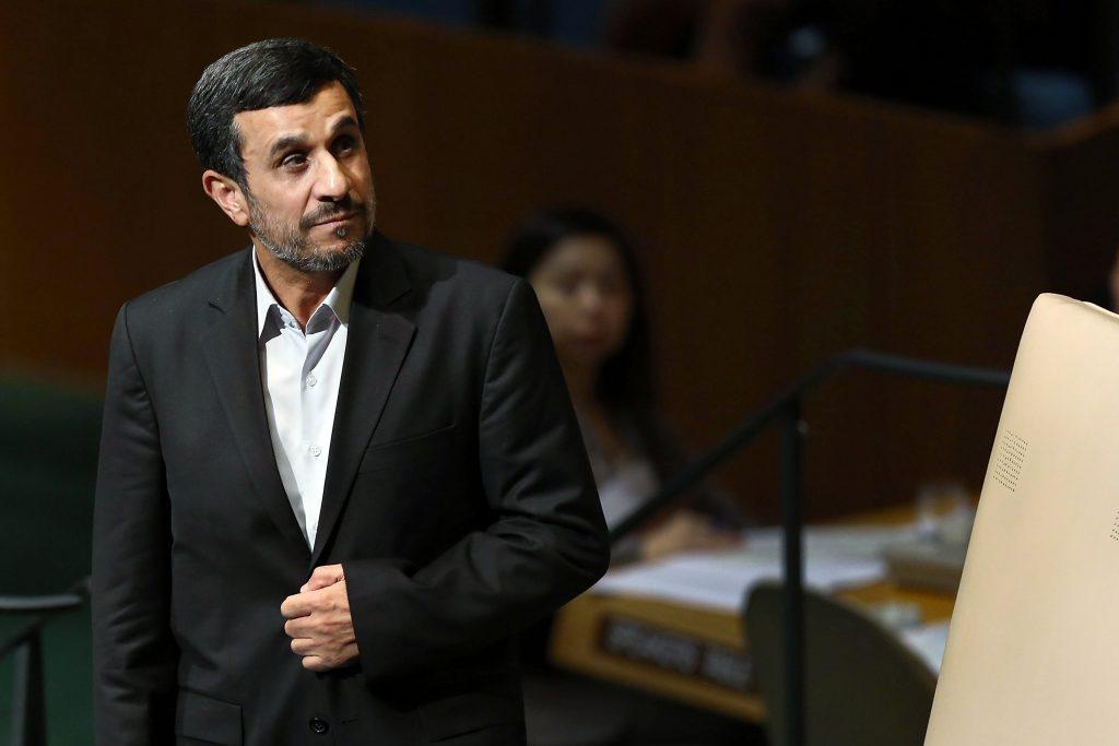أحمدي نجاد ينتقد وزارة النفط الإيرانية: تسببت بمقتل المئات وخسائر بمليارات الدولارات