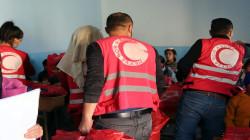 توزيع مساعدات على نازحين بمخيم في الحسكة