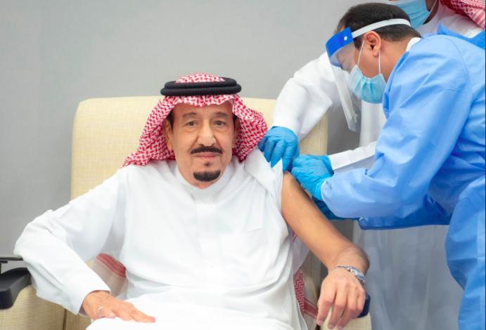 العاهل السعودي يتلقى لقاح كورونا