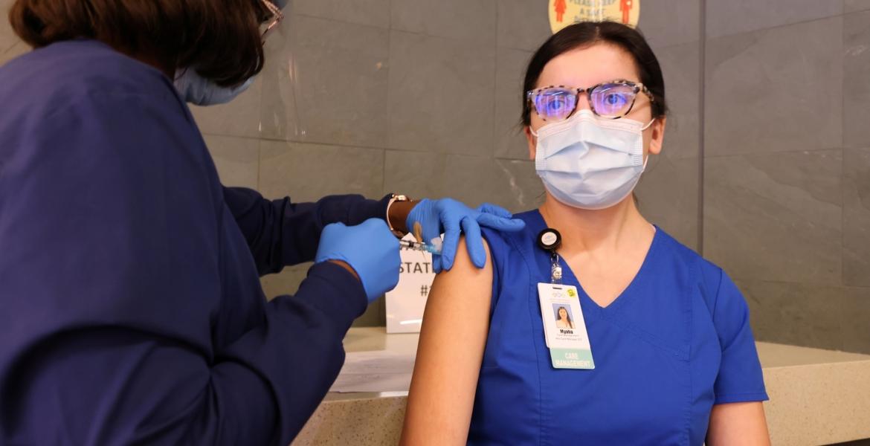 إصابة ممرضة أمريكية بكورونا بعد أسبوع من تلقيها اللقاح