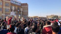 صور .. العشرات يحتشدون امام مبنى الحكومة المحلية بذي قار في تجدد للتظاهرات
