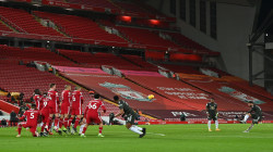 مانشستر يونايتد يحافظ على صدارة الدوري الانكليزي بعد تعادل سلبي بقمة ليفربول