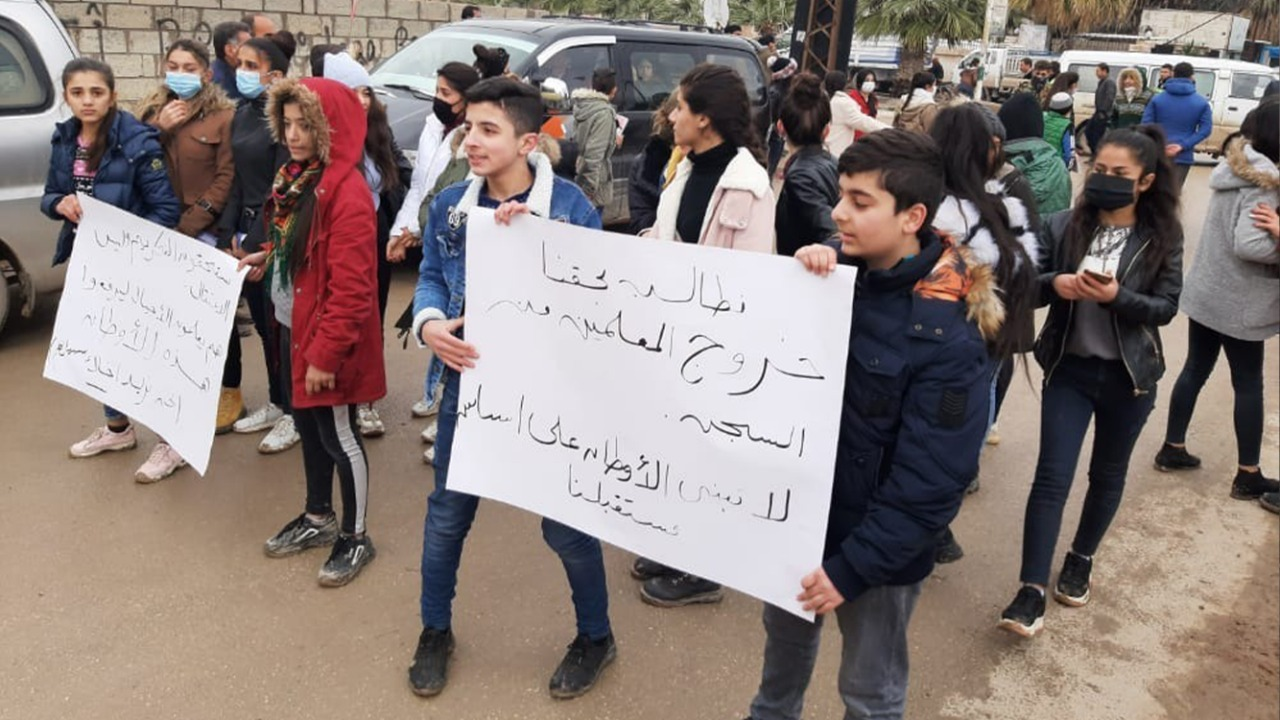 """فيديو.. """"الأسايش"""" تعتقل طلاباً ومدرسين في منطقة الإدارة الذاتية بسوريا"""
