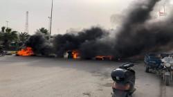 رداً على مذكرات قبض بحق ناشطين.. متظاهرو واسط يقطعون شوارع الكوت (صور)