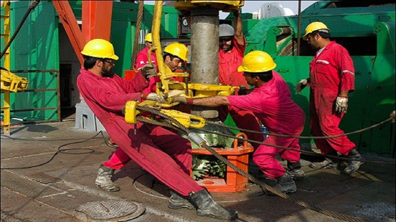15 billion $ income from an Iranian-Iraqi oil field