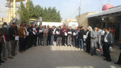 صور .. العشرات من موظفي الكهرباء يبدأون إعتصاماً مفتوحاً جنوبي العراق