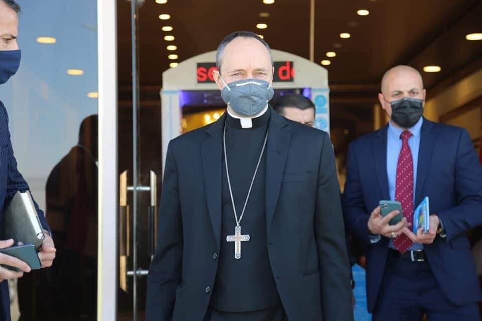 A Vatican delegation arrives in Najaf