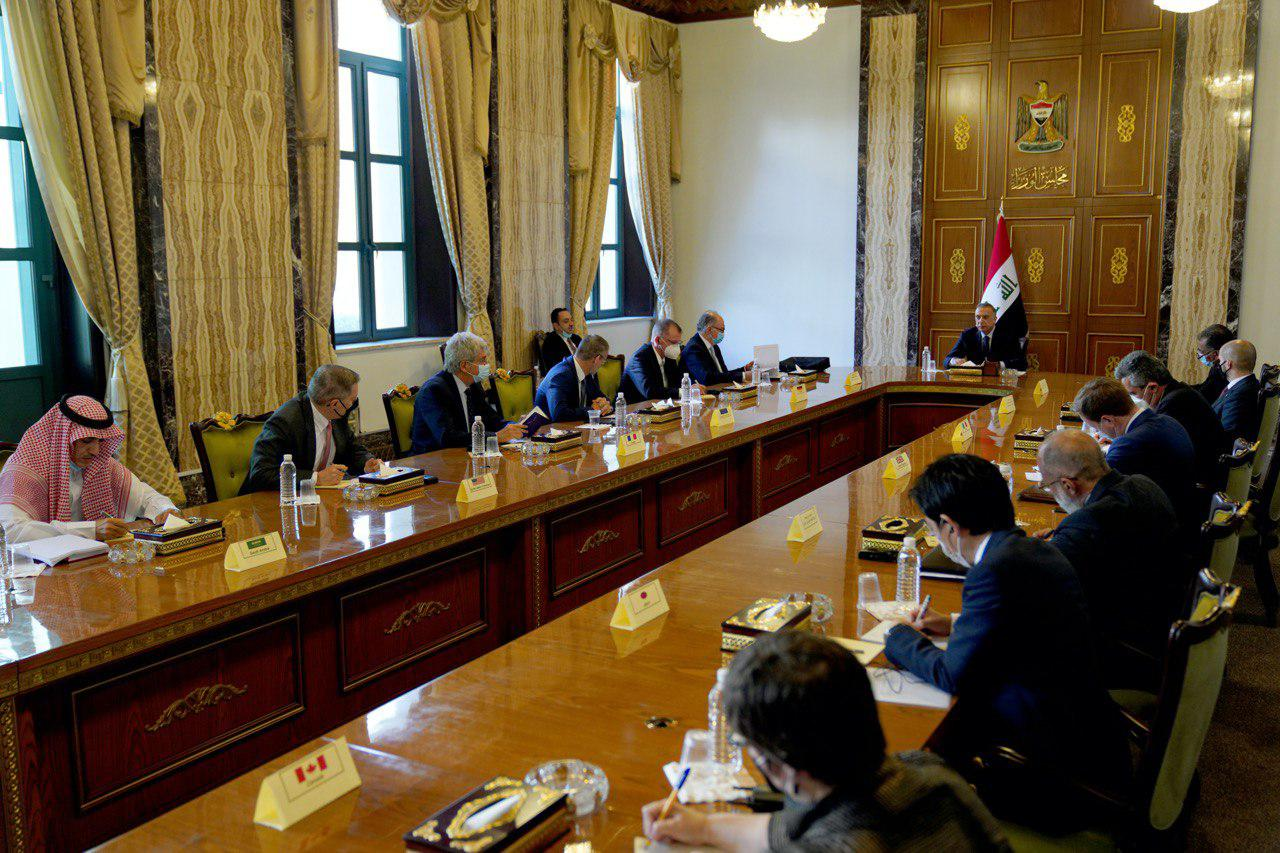The Iraqi Prime Minister reviews the steps for economic reform and the preparation of the white paper 1613221165238