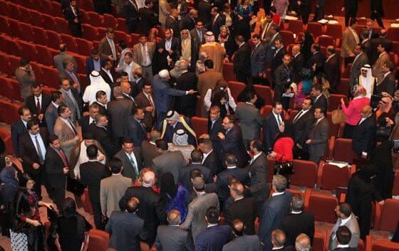 شجار وتدافع بين نواب خلال جلسة البرلمان
