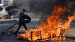 لبنان.. تواصل الاحتجاجات وقطع الطرقات بالإطارات المشتعلة