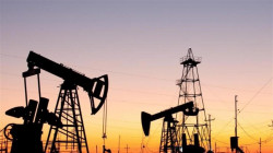 Oil rises on bargain-hunting but oversupply fears cap gains