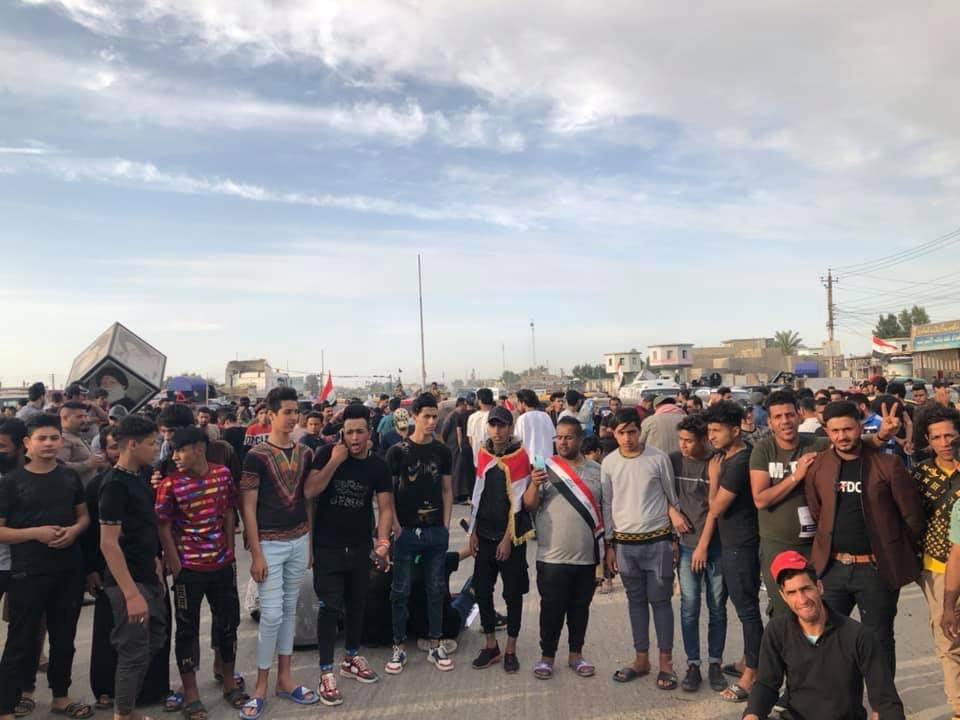 Protestors in Baghdad organize an open sit-in