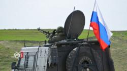 رُشقت بالحجارة.. روسيا تسيّر دورية على حدود الإدارة الذاتية وتركيا