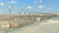 العراق يحصن حدوده مع سوريا بسياج أمني جديد (صورتان)