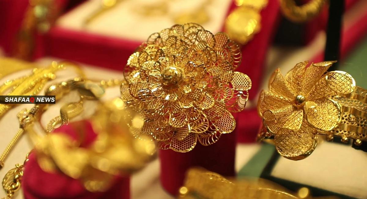 الذهب يهبط عالمياً بفعل عاملين