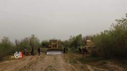 """صور.. القوات الامنية في نينوى تباشر بتجريف """"الجزرات النهرية"""" لطرد الدواعش"""