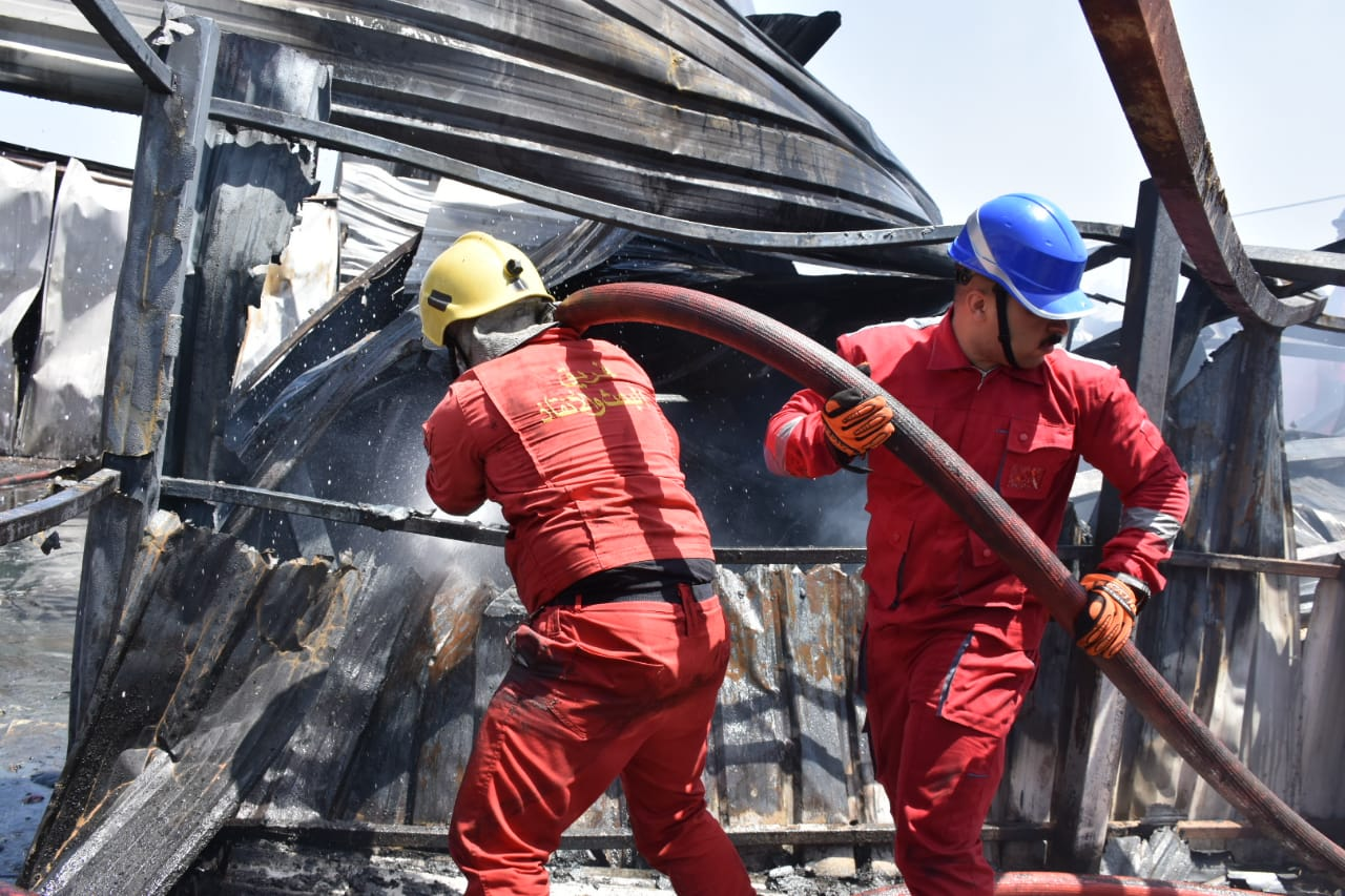 20 فرقة إطفاء تسيطر على حريق كبير اندلع داخل مخزن الزيوت وسط بغداد .. صور