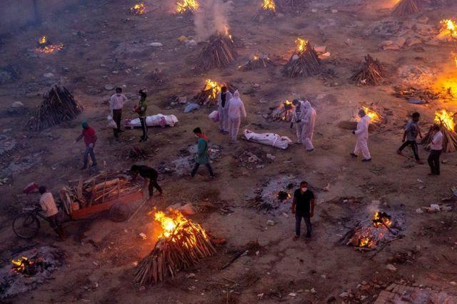 جحيم كورونا يلاحق الهند.. الشرطة تبحث عن مواقع لحرق الجثث