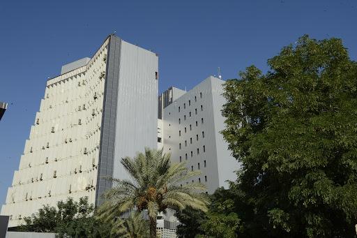 إخلاء وزارة المالية وسط بغداد إثر تظاهرات غاضبة تحاصر المبنى