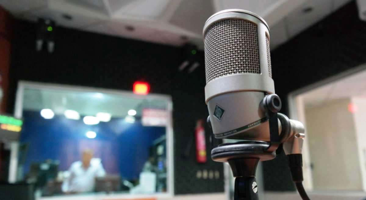 Radio stations in Iraq fear for future, report says 1619965704744